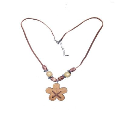 NA-DAISY-beaded-wood-daisy-necklace