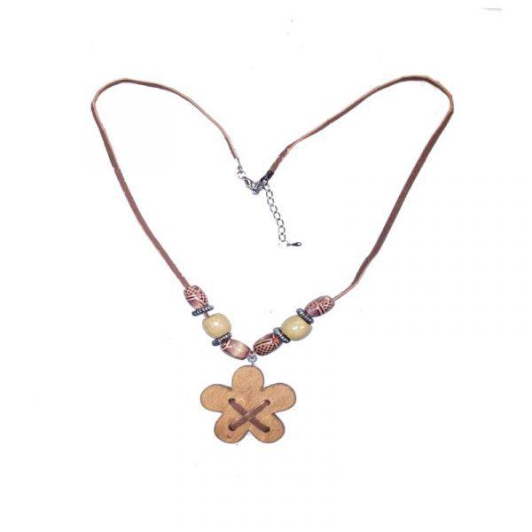 NA-DAISY-beaded-wood-daisy-necklace